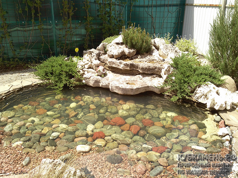 Прудик из природного камня
